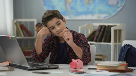 skarbonka : Teen dreaming of new gadget, collecting money in piggy bank, financial literacy Wideo