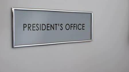 bater : President office door, hand knocking closeup, head of state, political leader Stock Footage