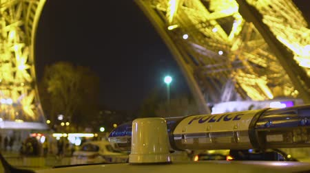 sheriff : Turned off police light bars near illuminated Eiffel Tower, secure night Paris