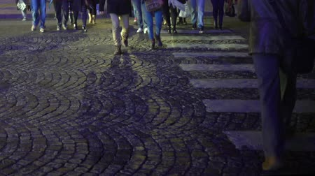 yoğunluk : People in hurry crossing cobble road pedestrian, busy city hour, traffic rules