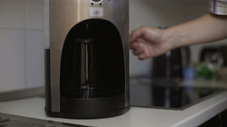optimistický : Husband buys new coffee maker for house and setting it to please his wife