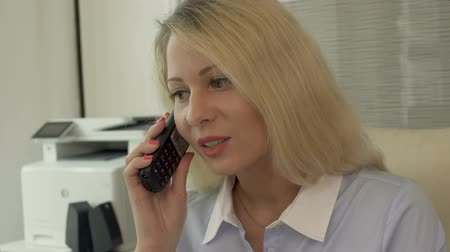 uitzendbureau : Recruitment agency manager calling customers, inviting for employment interview Stockvideo