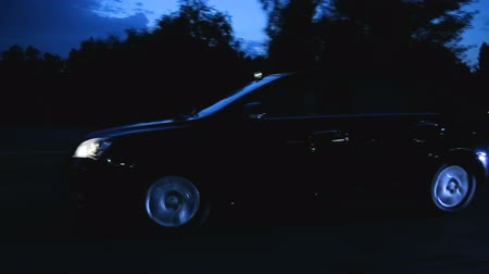 pista de corridas : Auto moving on country road in night, dipped beam headlights, twilight journey Stock Footage