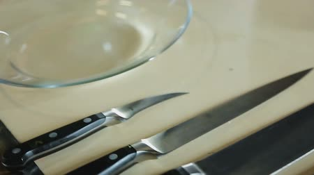ocet : Chef knives set and delicious salad on plate cooking demonstration at restaurant Wideo