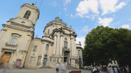 lviv : Amazing Dominican church and monastery in Lviv city, tourists go sightseeing. Stock Footage