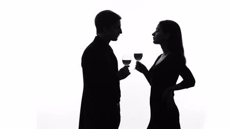 kennismaken : Silhouette of wealthy man getting acquainted with pretty lady at party, flirt