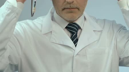 фармацевт : Portrait of doctor with stethoscope, offering quality clinic services. Стоковые видеозаписи