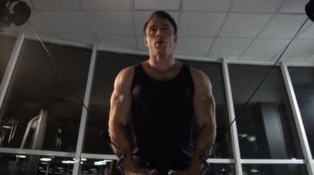 gewichtheffen : Bodybuilder training chest muscles, doing cable fly exercise, achieving goal Stockvideo