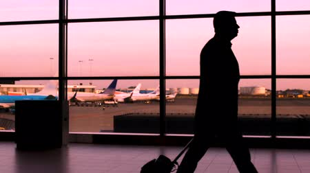 за границей : Crowd silhouette walking in airport, business people and tourists hurry to plane