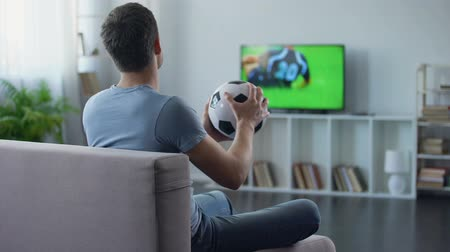 поражение : Supporter of soccer team watching game on tv home, unhappy with match result Стоковые видеозаписи