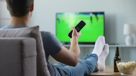 lelkesedés : Sport fan watching recording of missed soccer match, modern smart tv technology