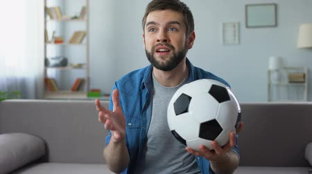 favori : Hopeless fan disappointed at bad game of national football team, competition