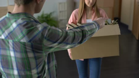 coisas : Angry man breaking up with girlfriend, unhappy woman leaving house, stuff in box Vídeos