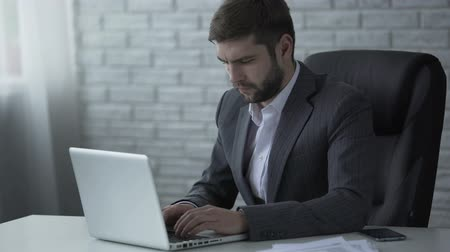durulması : Agitated businessman nervously typing on laptop, worrying about startup success