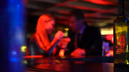 defocus : Man first meeting with lady in nightclub, talking privately, romantic atmosphere