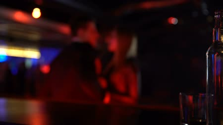 時代遅れの : Young man and woman dancing together at night club party, casual acquaintance