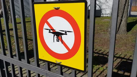 política : No drone sign at park entrance of Copenhagen, quadrocopters prohibition, privacy