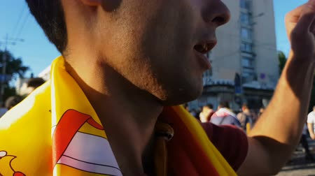 world cup : Fan wrapped in Spanish flag shouting Ole, celebrating victory of national team Stock Footage