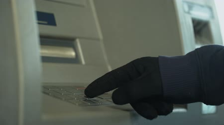 contraseña : Suspicious man in gloves inserting pin code, stealing money from bank account Archivo de Video