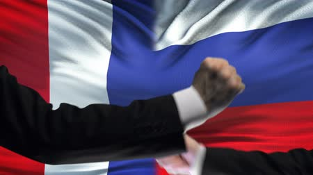 diffidenza : France vs Russia confrontation, countries disagreement, fists on flag background Filmati Stock