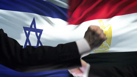 oposição : Israel vs Egypt confrontation, countries disagreement, fists on flag background