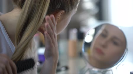 melisa : Young lady combing her smooth silky hair enjoying reflection, balm for styling Stok Video