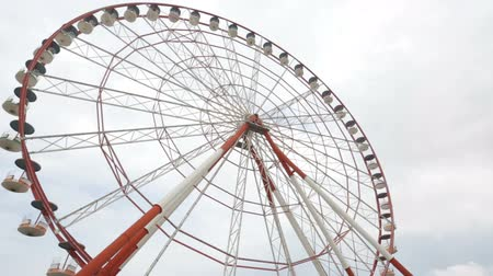 assentos : Ferris wheel in Batumi amusement park, sightseeing in city. Stock Footage