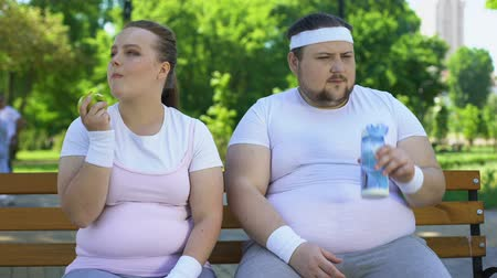 rekomendacja : Fat couple on bench, obese girl forces boyfriend to workout and diet, man upset