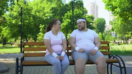 félénk : Fat man flirting with obese pretty girl, telling jokes, overcoming insecurities Stock mozgókép