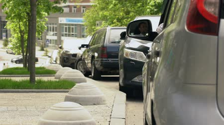 irresponsible : Driver throwing trash out of car window, contamination in city, dirty sidewalks Stock Footage