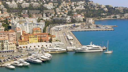 лазурный : Luxury white yacht sailing to Nice harbour, top view of resort city and sea