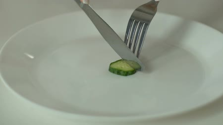 hesaplamak : Person slicing cucumber, undereating and anorexia, strict self-restriction