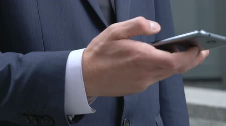 navigator : Businessman reading news in phone, app for busy people, electronic organizer Stock Footage