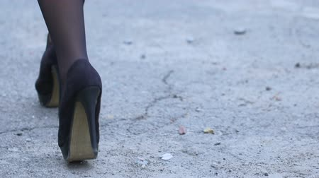 kíséret : Tired lady in high heel shoes walking street, returning after nightclub party