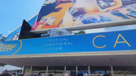 посетитель : CANNES, FRANCE - CIRCA MAY 2018: 71st Cannes Film Festival. International Cannes film festival sign on building entrance, award ceremony