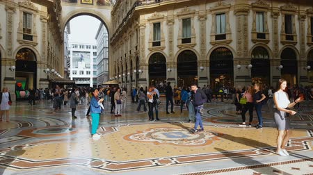 wróżba : MILAN, ITALY - CIRCA MAY 2018: Shopping in the city. Tourists in shopping mall Galleria Vittorio Emanuele, travel to Milan, Italy.