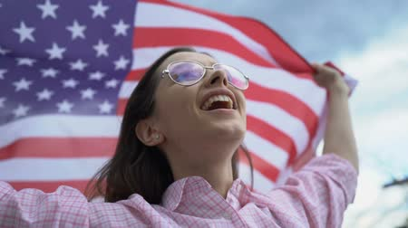 фэн : Woman waving US flag, patriot, secure future for young people in their country Стоковые видеозаписи