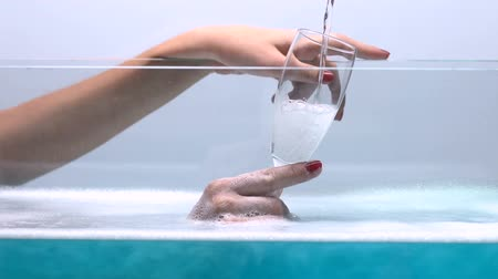 pezsgő : Woman drinking champagne while taking bath, spa treatments, sauna relaxation