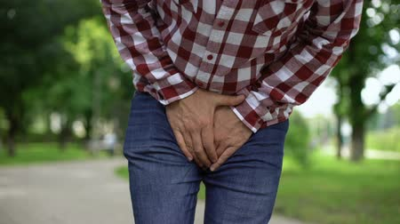 mocz : Man suffering from prostatitis, interstitial cystitis, urinary bladder disease