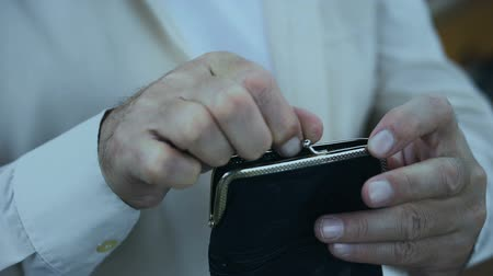 desempregado : Poor pensioner putting coin in wallet with trembling hands, financial crisis Vídeos