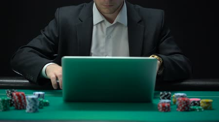 kumarbaz : Online casino player betting on laptop application, losing game, addiction