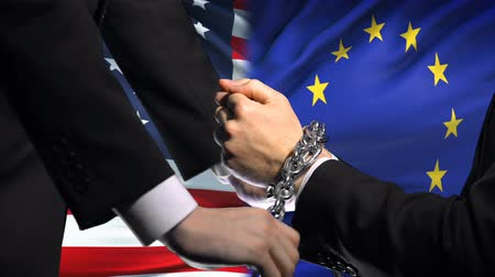 прикован : United States sanctions EU, chained arms, political or economic conflict