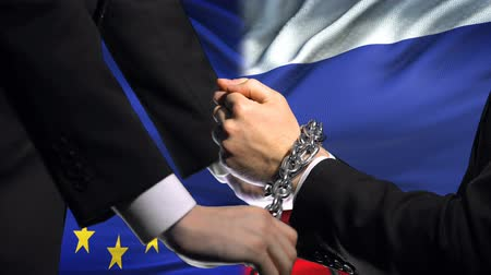 trest : European Union sanctions Russia, chained arms, political or economic conflict Dostupné videozáznamy