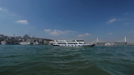 kruvazör : Tourist cruisers sailing near pier, great landmarks of Istanbul, gorgeous view