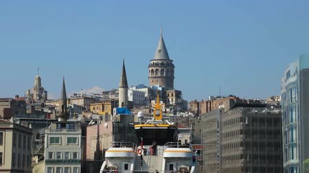 turco : Galata Tower view, reconstruction of ancient buildings, transport in IStambul