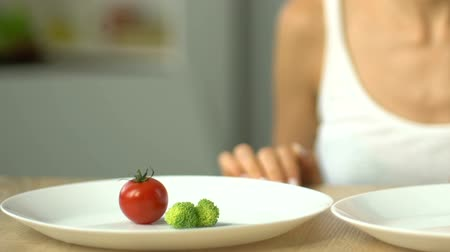 anorexia : Girl decides to eat vegetables but not pills, healthy diet vs weight loss drugs