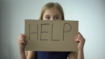 moqueries : Help sign in little girls hands, assault in family, childrens rights protection Vidéos Libres De Droits