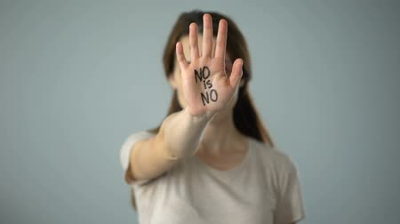 bastante : Bruised female with no is no sign on hand, violence against women prevention Vídeos