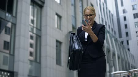 rentável : Business lady excited about good news from phone, successful deal, promotion