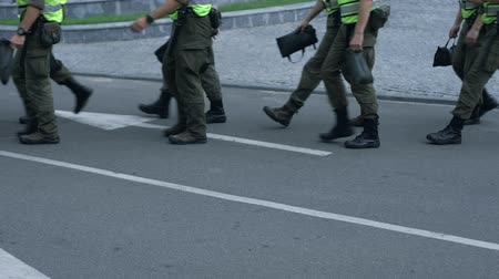 охранять : Militaries maintaining public safety at festival, prevention of terrorist attack